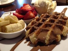 Max Brenner - had this when in Sydney Aust. to die for, also had a pot of melted warm chocolate Max Brenner, Places To Eat, Yum Yum, Sydney, Waffles, Sweet Tooth, Restaurants, Pandora, Shops