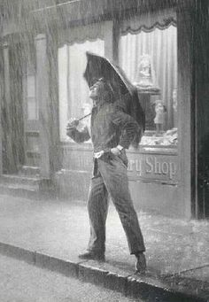 Gene Kelly - Photos Chantons Sous La Pluie/Singing In The Rain Singin In The Rain, Dancing In The Rain, Gene Kelly, Fred Astaire, Classic Hollywood, Old Hollywood, Dance Dreams, Love Rain, Old Movies