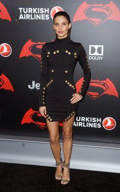 Sara Sampaio à la première du film Batman V Superman: Dawn Of Justice à New York http://www.vogue.fr/mode/inspirations/diaporama/les-meilleurs-looks-de-la-semaine-mars-2016/26700#sara-sampaio-a-la-premiere-du-film-batman-v-superman-dawn-of-justice-a-new-york