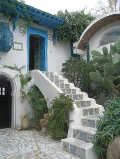 Tiled steps, Sidi bou Said, Tunisia. Ive been in the prayer room at the top of the stairs Carthage, Tile Steps, Sidi Bou Said, Belle Villa, Prayer Room, Stairway To Heaven, Mediterranean Style, Spanish Style, Door Design