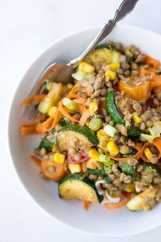 Honey Mustard Lentil Vegetable Salad: full of healthy vegan and gluten free ingredients! The perfect easy plant-based entree for summer! || fooduzzi.com recipe