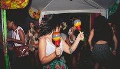 Atenção, muchachos! A quinta edição da ¡Mira! agita o domingo dos chicos da capital paranaense, com uma tarde inteira de música latina. A festa acontece no dia 29 de março, das 15h às 22h, em frente ao La Chiviteria.