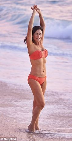 Carolyn Hartz, from Perth, boasts an incredible bikini body. The SweetLife founder recently spoke to FEMAIL about her top beauty and health secrets for women of all ages. Beautiful Old Woman, Young And Beautiful, Sexy Bikini, Bikini Girls, 70 Year Old Women, Over 50 Fitness, Celebrity Bikini, Ageless Beauty, Sexy Older Women