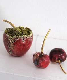 Unusual and delicate ceramic fruit sculptures by British artist Remon Jephcott. Rotten Food, Rotten Fruit, Decay Art, Growth And Decay, Fungi, Organic Structure, Plant Diseases, Creative Class, Fruit Photography