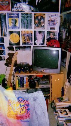 Vintage Room, Bedroom Vintage, Retro Vintage, Emo Room, Grunge Bedroom, Punk Bedroom, Hippie Bedroom Decor, Retro Bedrooms, Teenage Bedrooms