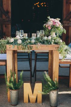 Love this sweetheart table design