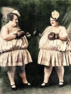 vintage everyday: Humorous Vintage Photos of Women Boxing in Skirts and Blouses Cirque Vintage, Vintage Circus, Vintage Pictures, Vintage Images, American Horror Story, Freak Show Circus, Foto Madrid, Human Oddities, Photo Vintage