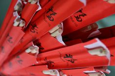 Why Chopsticks? A history of how chopsticks became part of Asian culture. Aprons Vintage, Retro Vintage, Hang Plants From Ceiling, Activity Day Girls, Food For Digestion, Table Manners, Best Kisses, Chopsticks, Casual Party