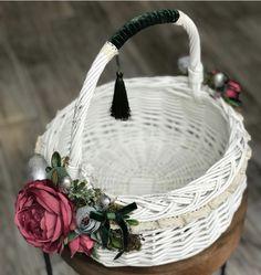 Wedding Stage Design, Happy Flowers, Flower Girl Basket, Basket Decoration, Handmade Decorations, Easter Baskets, Easter Crafts, Basket Weaving, Diy And Crafts
