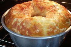 Aprenda a preparar a receita de Bolo de pão de queijo simples da Sandra