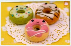 Wool Felt Donut Magnet Tutorial ・ 羊毛毡磁铁甜甜圈教学♥ | nekomeow little corner inspiration pour plushies