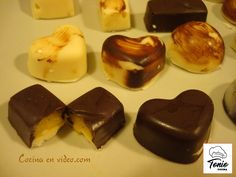 Hot chocolate with banana - Clean Eating Snacks Choco Chocolate, Chocolate Candy Molds, I Love Chocolate, Chocolate Filling, Chocolate Desserts, Chocolate Blanco, Homemade Candies, Homemade Chocolates, Cakes And More