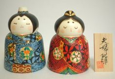 Meoto Hina by Tatsua Kato. Humorous kokeshi dolls. the difference between the facial expressions of the couple is humorous
