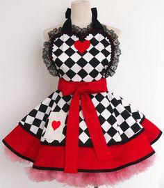 Queen of Hearts Costume Apron por OliviasStudio en Etsy
