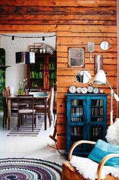 Vintage style: 10 ideas for a rustic inspiration. Photography by Krista Keltanen/Living Inside. Tiny Apartments, Country Interior, Interior Decorating, Interior Design, Dream Apartment, Cottage Interiors, Style Vintage, Log Homes, House Rooms