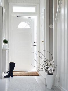 foyer - white