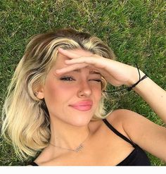 Uploaded by — 𝐀𝐑𝐈𝐀 ☁️. Find images and videos about girl, cute and beauty on We Heart It - the app to get lost in what you love. Make Up Looks, Pretty People, Beautiful People, Lange Blonde, Hairstyles With Bangs, Drawing Hairstyles, Party Hairstyles, Retro Hairstyles, Latest Hairstyles