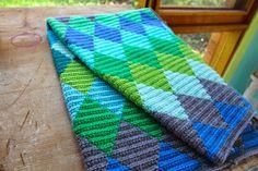 little woollie: Crochet Harlequin Blanket Tunisian Crochet, Knit Or Crochet, Filet Crochet, Crochet Stitches, Crochet Home, Crochet Crafts, Crochet Projects, Striped Crochet Blanket, Crochet Blanket Patterns
