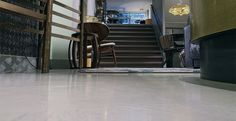 TAV-Microcement - natuurlijke gietvloeren en betonvloeren uit Amsterdam, showroom bij EDHA Interieur.