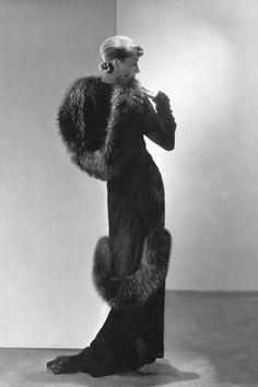 """""""Una dulce extravagancia - esta imagen de 1933 con la modelo Marion Morehouse. Foto: George Hoyningen-Huene"""""""