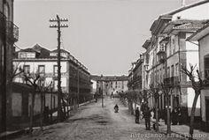 Calle La Cámara Avilés y al fondo el convento de La Merced, Años: (1880). ~ Asturianos en el Pasado Las Mercedes, Louvre, Street View, Building, Travel, Posters, Antique Photos, Places, Street