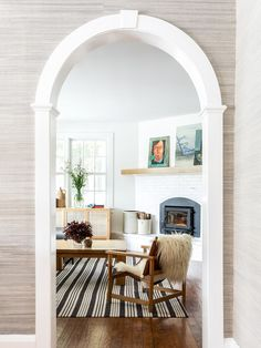 A Seamless blend of classic architecture with a mix of eclectic furniture accessories. We especially love the way the grasscloth wallpaper frames the doorway to create a vignette of this airy living room. Design by 📸erinlittlephoto Home Office, Open Fireplace, Classic Architecture, 2020 Design, Modern Spaces, Indoor Outdoor Rugs, Dining Room Chairs, Cozy House, Decoration