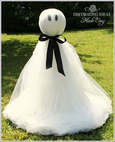 If you are looking for cheap Halloween decorations, this little ghost is perfect! It is easy and cheap to make! All you need to make this little guy is a metal tomato stand, Styrofoam ball, white tulle, old sheet, ribbon, and self-adhesive felt!