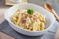 Con nuestra receta de macarrones a la carbonara con nata triunfarás. Este plato es sabroso, cremoso y muy fácil de hacer ¡todos se chuparán los dedos!