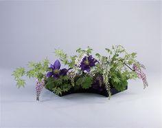 いけばなについて|いけばな小原流 Ikebana Arrangements, Table Arrangements, Floral Arrangements, Art Floral, Floral Design, Japanese Flowers, Table Flowers, Flower Fashion, Flower Arrangement