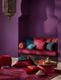 Wat een knus hoekje zo met die gordijnen | Moroccan decor ideas ...