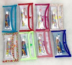 kit de cores variadas  ROSA, PINK, POA PINK, VERDE CLARO, VERDE LISTRADO, VERDE ESCURO, AZUL CLARO, AZULA ESCURO, POA AZUL ESCURO, LILÁS ROXO, FLORAL LILÁS BORBOLETAS, FLORAL CLARO, FLORAL COM LARANJA   Vem em embalagens individuais transparentes e rótulos