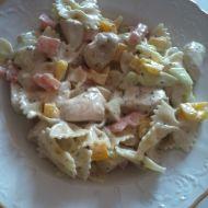 Fotografie receptu: Salát s těstovinami a kuřecím masem