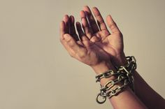 chained hands hires, New slave, Chipy. Nowe niewolnictwo - chipy.