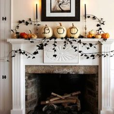 Decorating your home for Halloween doesn't have to be difficult. Get into the mood with our modern, fresh Halloween decorating ideas. Diy Halloween, Porche Halloween, Table Halloween, Halloween Fireplace, Fireplace Mantle, Holidays Halloween, Halloween Decorations, Classy Halloween, White Fireplace