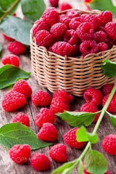 Raspberries by M. Pessaris on - Obst Fotografie Red Fruit, Fruit Art, Fruit And Veg, Fruits And Vegetables, Raspberry Fruit, Fruits Photos, Fruit Photography, Beautiful Fruits, Raspberries