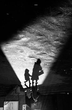 Photographer Manipulates Shadow In Black-And-White Images - DesignTAXI.com