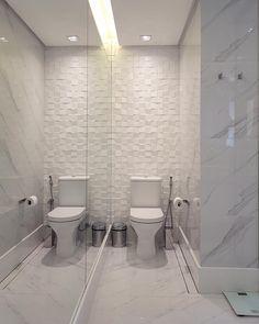 80 ideias incríveis de revestimento de parede para renovar seu espaço Toilet, Bathtub, House, Design, Home Decor, Bathroom Ideas, Instagram, Toilet Decoration, Tiny Half Bath