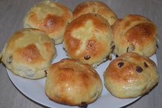 Пасхальные булочки с изюмом