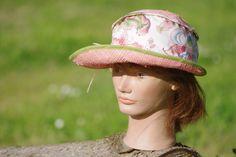 Chapeau de soleil en paille et tissu couleur Corail   crée et cousu par Chapeau-helene... et autres fantaisies.