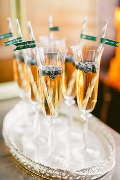 Cocktails in champagne flutes Champagne Taste, Champagne Flutes, Champagne Brunch, Cocktails, Party Drinks, New Years Eve Weddings, New Years Eve Party, Tea Party Cupcakes, Smoothie