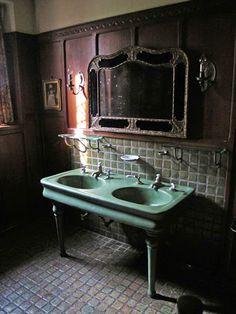 Jak zmieniała się łazienka i higiena w historii. http://krolestwolazienek.pl/jak-zmieniala-sie-lazienka-i-higiena-w-historii/
