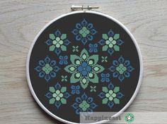 modern cross stitch pattern flower ornament por Happinesst en Etsy