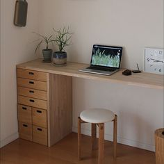 Muji Home, Shed Interior, Japanese Interior Design, Desk Areas, Room Organization, Cool Furniture, Corner Desk, Diy Home Decor, Sweet Home