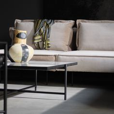 From the iconic Daybed to the grand Modular Sofa, all HANDVÄRK seating objects are meticulously designed in Denmark and characterized by aesthetic sustainability: a timeless object in a quality last a lifetime. Nordic Furniture, Danish Furniture, Colorful Furniture, Sofa Furniture, Furniture Design, Design Scandinavian, Nordic Interior Design, Nordic Living Room, Living Room Modern