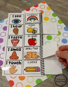 Preschool 5 Senses Craft - 5 Senses Flip Book #5senses #preschoolthemes #preschoolcenters #planningplaytime