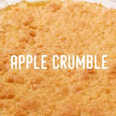 Quick and easy to make, this classic apple crumble will get the the family tick of approval. Apple Desserts, Healthy Dessert Recipes, Apple Recipes, Gourmet Recipes, Delicious Desserts, Cake Recipes, Cooking Recipes, Apple Crumble Recipe Easy, Apple Crumble Receta