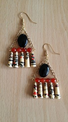 Black and red paper bead earrings Paper Quilling Jewelry, Paper Bead Jewelry, Quilling Paper Craft, Paper Earrings, Fabric Jewelry, Resin Jewelry, Bead Earrings, Paper Beads Tutorial, Make Paper Beads
