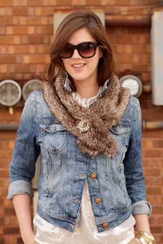 I love how she layered this faux fur collar on top of a popped-collar denim jacket and fastened it with a broach.