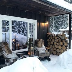 Want to experience the goodness of living in a country-style house and away from the city, and if you love hands-on, log cabin kits is the solution. Mountain Cottage, Lakeside Cottage, Outdoor Spaces, Outdoor Living, Winter Cabin, Cabin Interiors, Cottage Design, Cabins In The Woods, Cozy House