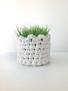 Crochet basket, recycled tshirt yarn, by VeroGOBET on Etsy